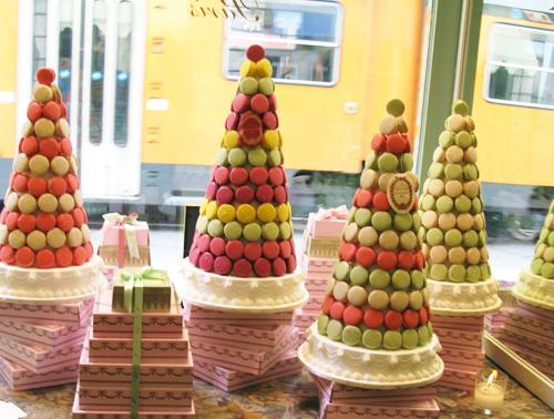 Laduree on pinterest macaroons pastries and paris for Laduree christmas