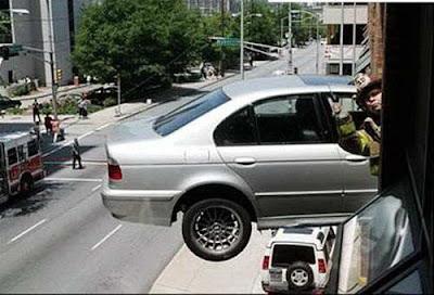www.zona ketawa kita.blogspot.com+most+Strange+Car+Accident+%25281%2529 foto foto kecelakaan mobil yang unik