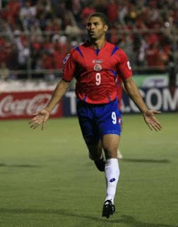 Costa Rica's Alvaro Saborio celebrates after scoring against El Salvador during their CONCACAF 2010 FIFA World Cup qualifier soccer match at Ricardo Saprissa stadium in San Jose, Costa Rica, August 20, 2008. (Reuters / Roger Benavides)