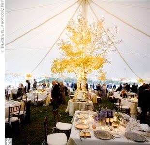 Here Comes The Bride 10 Wedding Centerpiece Trends