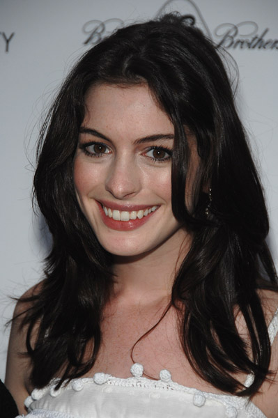 anne hathaway bob. Anne Hathaway writes part for