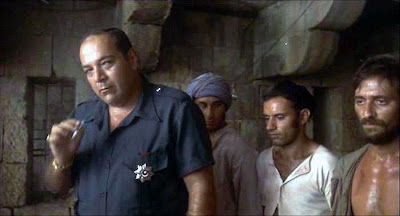Rifki (Paolo Bonacelli) and prisoners