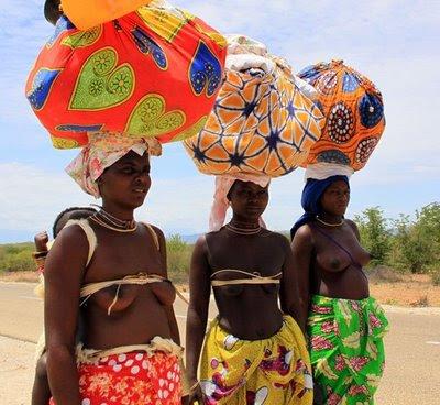 http://2.bp.blogspot.com/_S87rSa95DMs/ScYlZK7FtlI/AAAAAAAABg0/u6Rh9oMF19U/s400/Mulheres_Mucambais_-_Namibe_ac_(10)c.jpg
