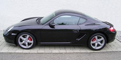 Porsche cayman 2010 preto em vista lateral