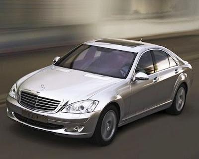 Mercedes Benz S 400 Hybrid Vista frontal na versão prata