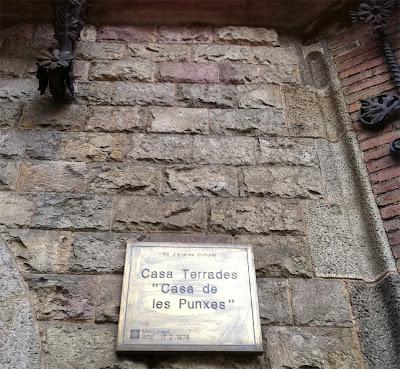 Casa de Les Punxes - Correct this time! Barcelona Sights