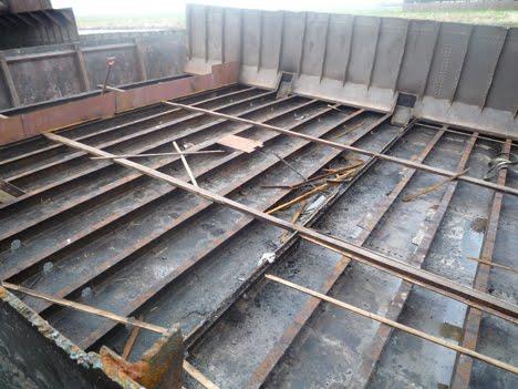 Woonschip gerealiseerd op de houthavenkade de jolie in 2 stukken - Stukken outs ...