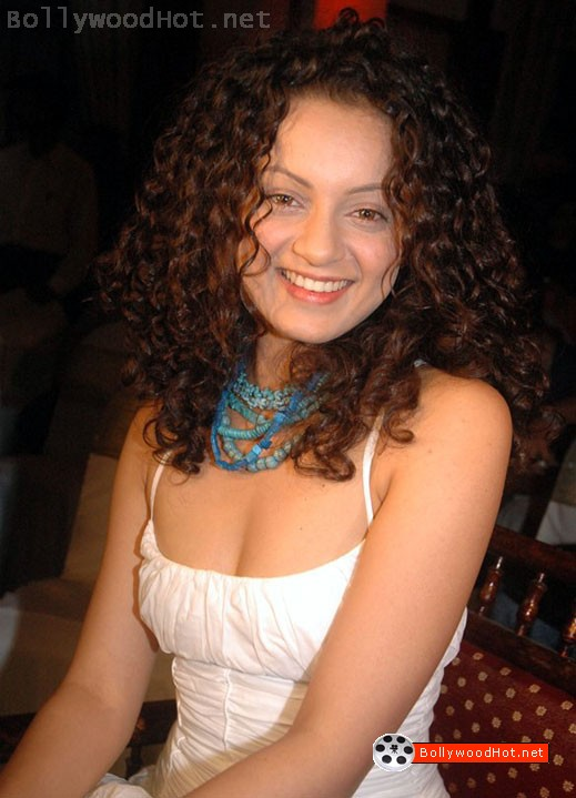 [sexy-girl-kangna-ranaut-bollywood-hot-actress11.jpg]