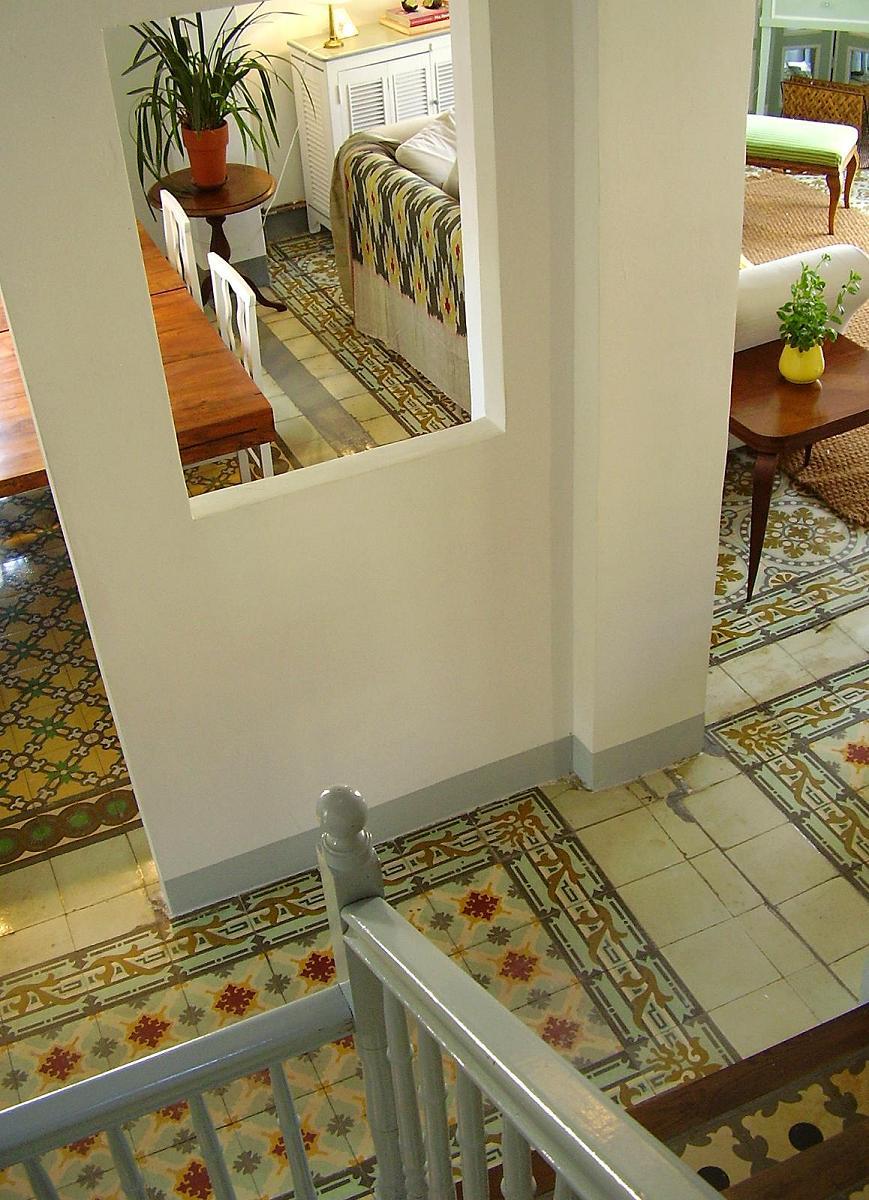 Casa josephine rioja spain las baldosas hidra licas for Baldosas para escaleras