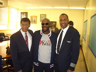 Isaac Hayes with Dr Linkwood Williams, one of the original Tuskegee Airmen, at Manassas High School, Black History Month 2005