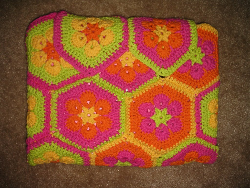 Laptop Bag Knitting Pattern : Knitting Love: African Flower Crochet Laptop Case