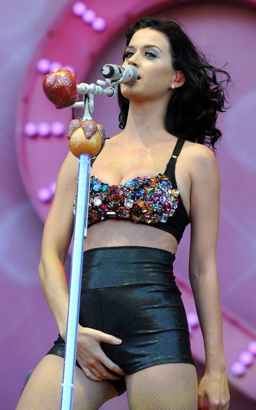 Katy Perry  Selena Gomez Y Miley Cirus Se Enfrentan