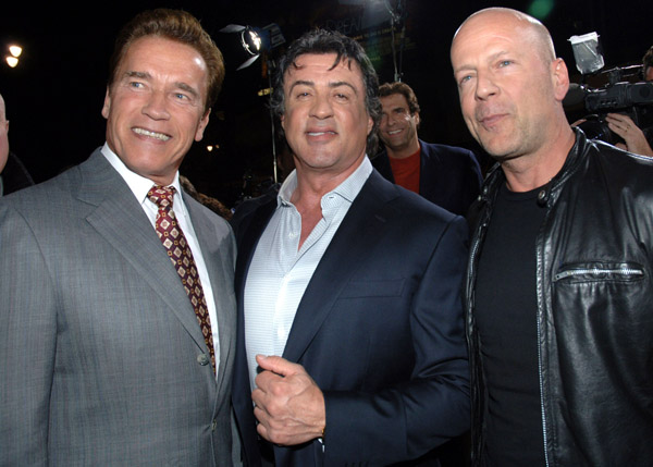 Chuck Norris y Travolta en los Indestructibles 2