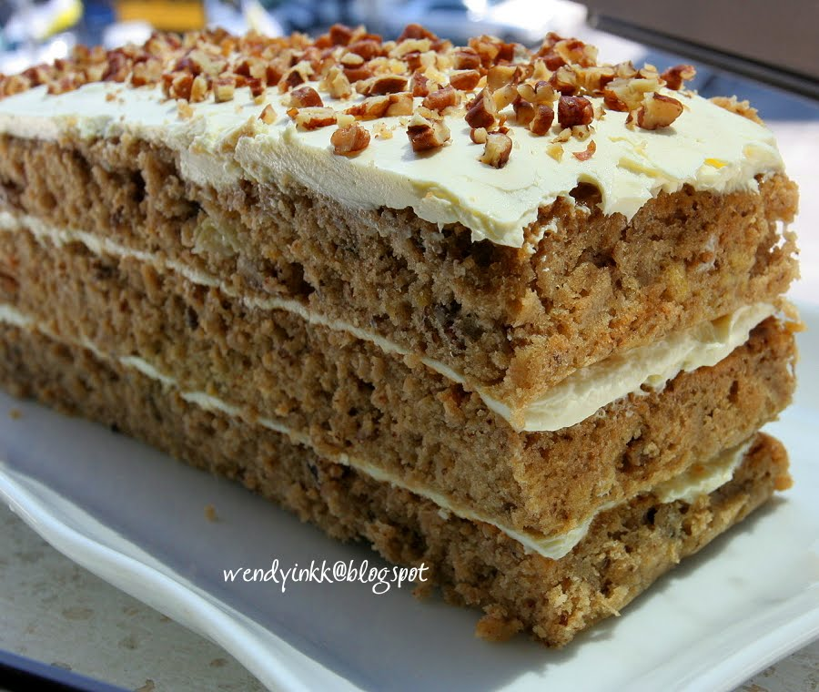 Table for 2.... or more: Hummingbird Cake