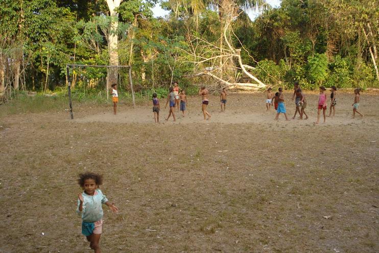 O futebol e a televisão são, praticamente, as únicas diversões das Comunidades Tradicionais