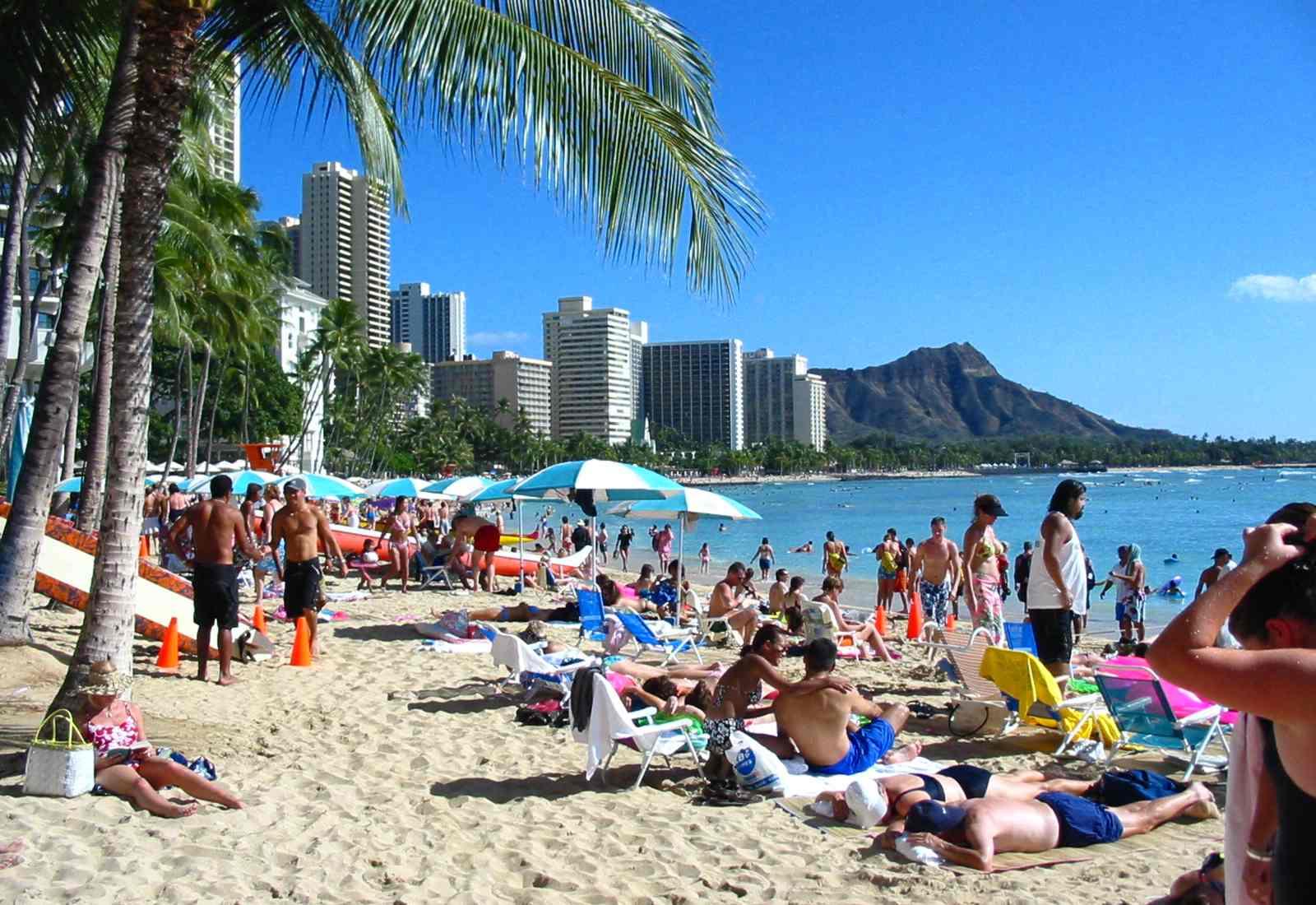 Hawaiian beach with people