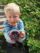 Brorsonen Erik 4 år, trött på faster som bara ska ta kort...