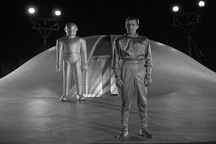 day the earth stood still In the day the earth stood still, a contemporary reinvention of the 1951 science fiction classic, renowned scientist dr helen benson (jennifer connelly) finds herself face to face with an alien called klaatu (keanu reeves), who travels across the universe to warn of an impending global crisis.