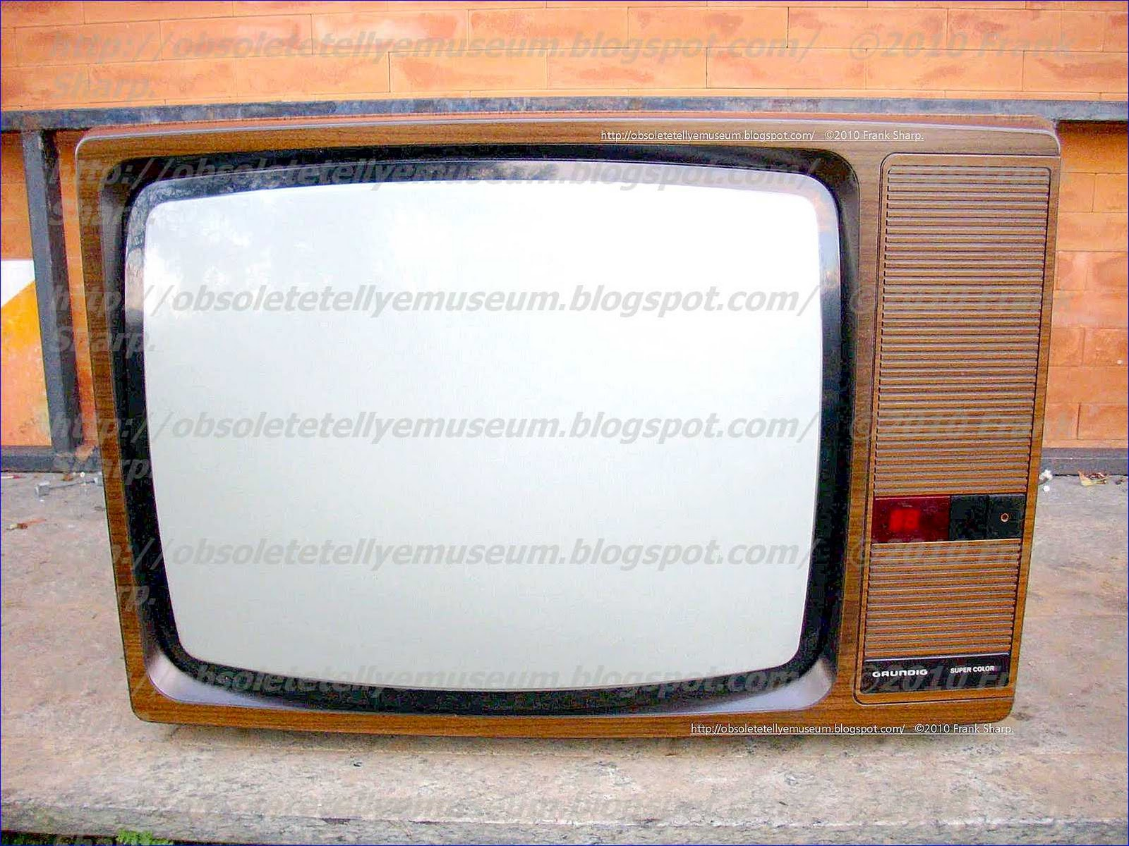 Obsolete Technology Tellye !: GRUNDIG SUPER COLOR 8636 / 30 Serie ...