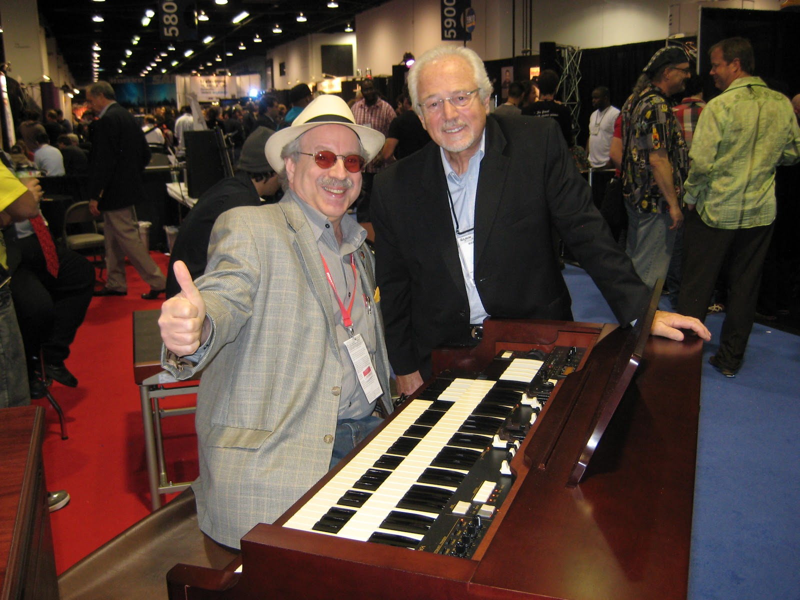 jon hammond demonstrating the new mini b hammond organ with