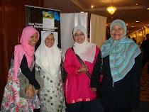 bersama Zaharah Nawawi dan Kak Midah (penyunting BH)