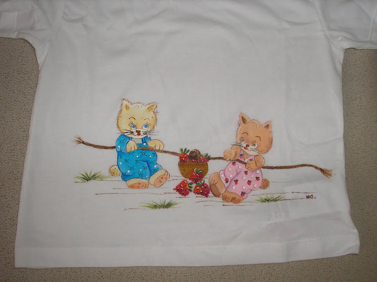 T-shirt com gatos brincalhões
