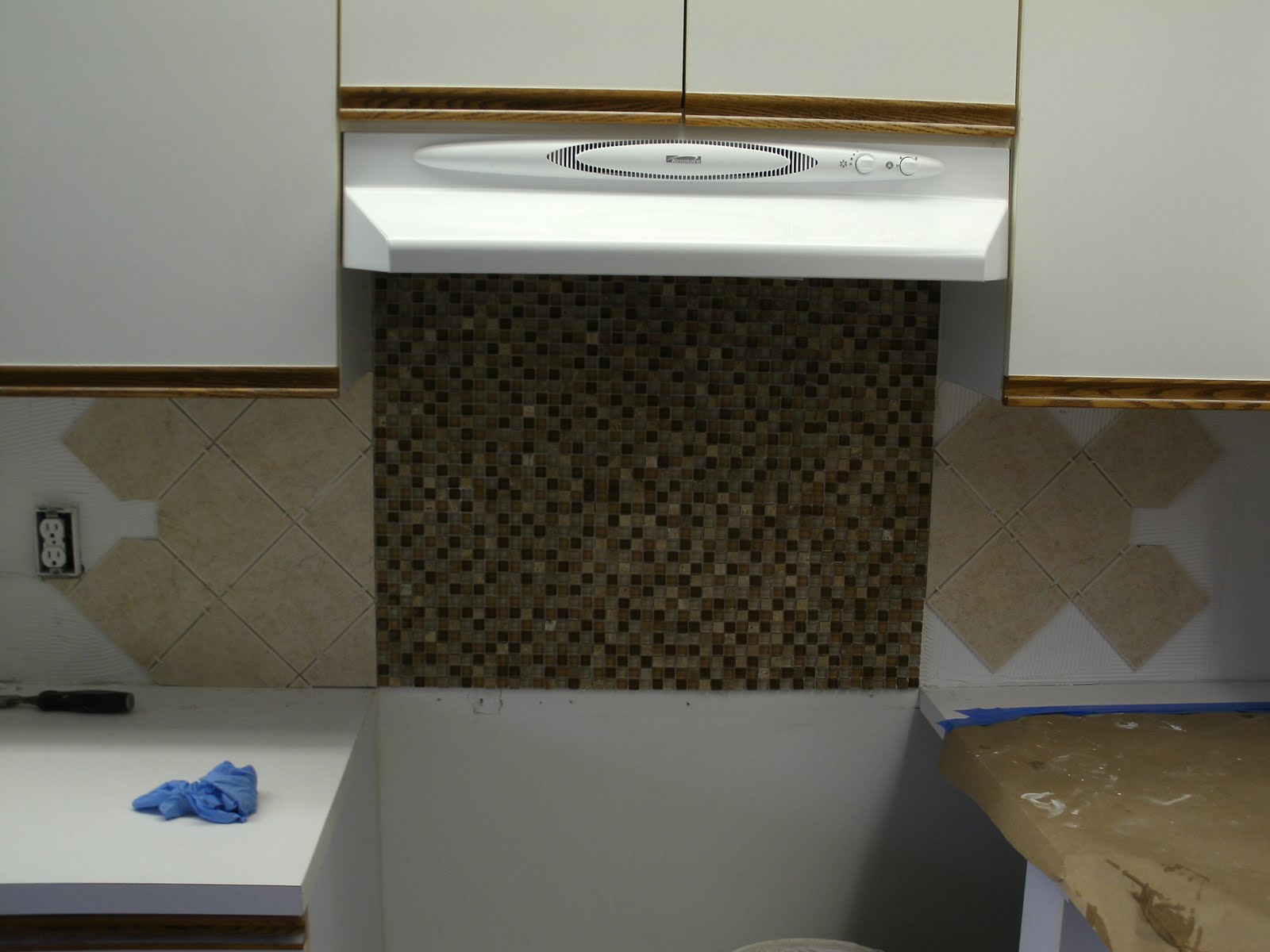 Kitchen tile backsplash install handyman extraordinaire Backsplash tile installation