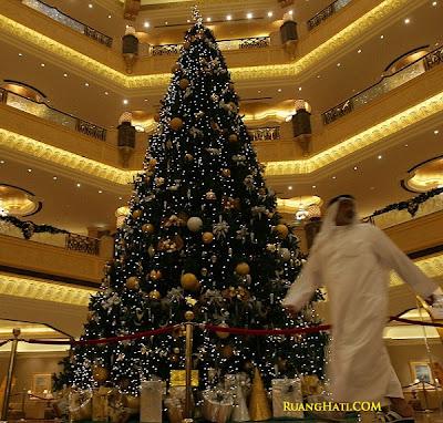 Pohon Natal Termahal dan Termewah di Dunia