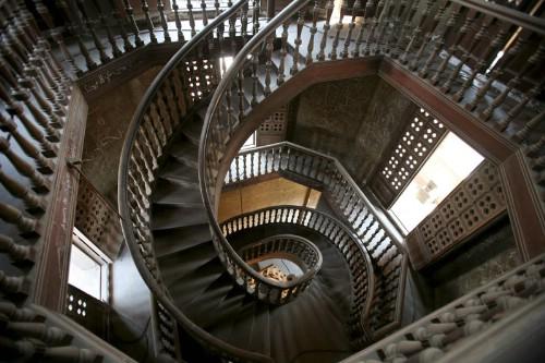 Sabes subir una escalera al reves balovega for Escaleras que suben y bajan