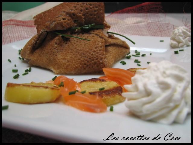 [aumonière+au+saumon+fumé,+féta,+pomme+de+terre+et+sa+chantilly+006.JPG]