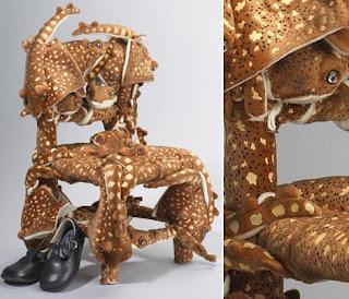 Parte do time de perfumistas da griffe francesa Comme des Garçons, criou algumas miniaturas de cadeiras que causam estranheza ao primeiro olhar.