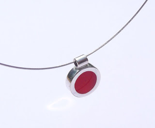 Resin window spot pendant: red