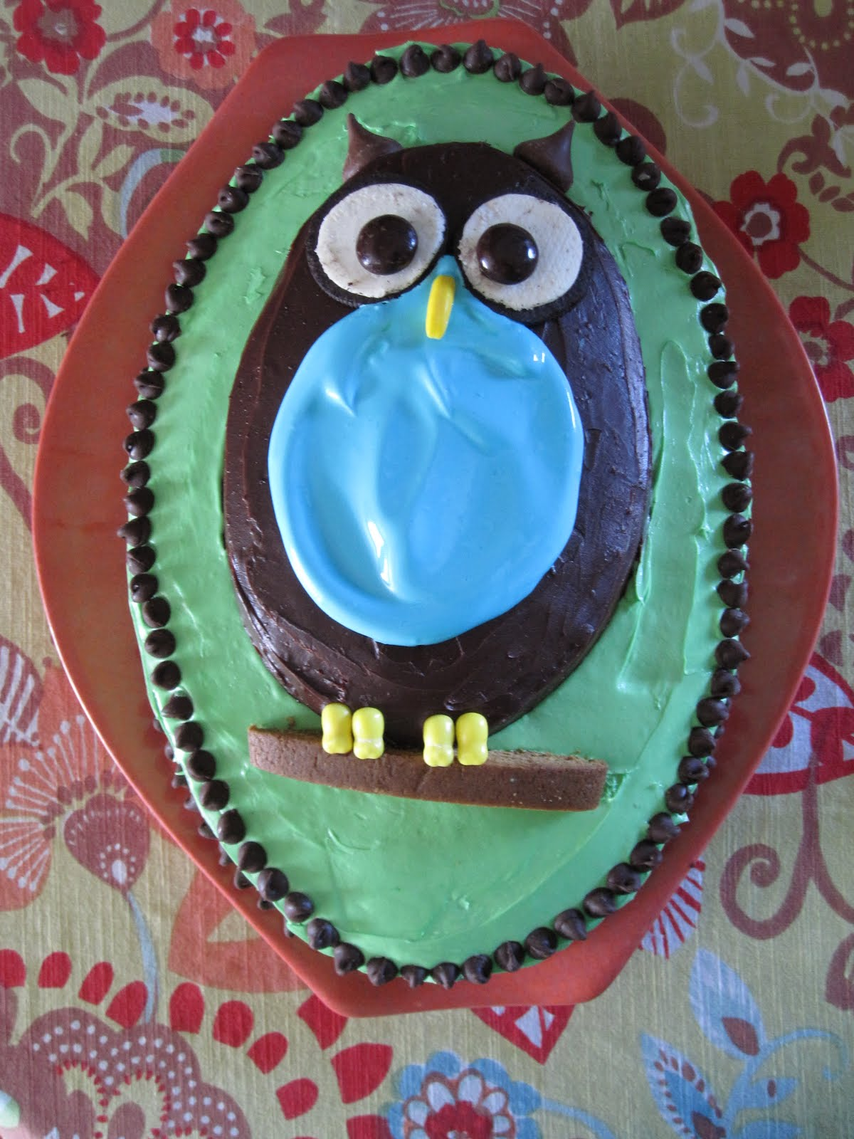 mintagehome: Adventures in Cake Decorating: the Owl Cake