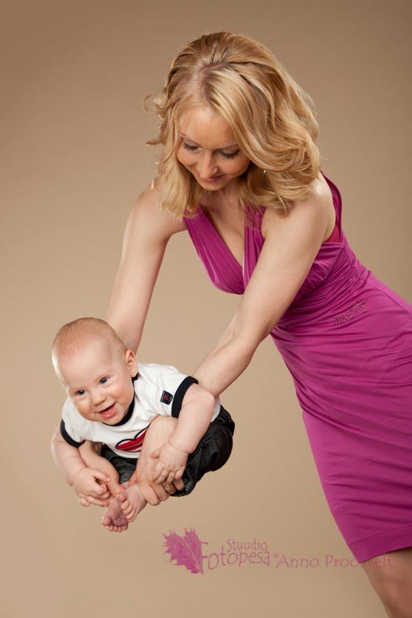 ema ja poeg võimlevad, Fotopesa fotostuudio