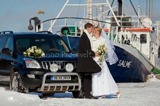 pulmafoto, pruutpaar pulmaautoga