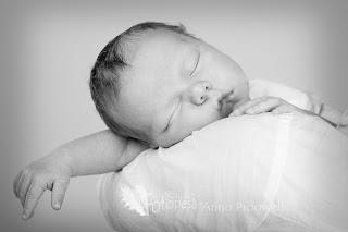 armas beebi magab mustvalge