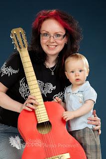 Ema ja poeg kitarriga