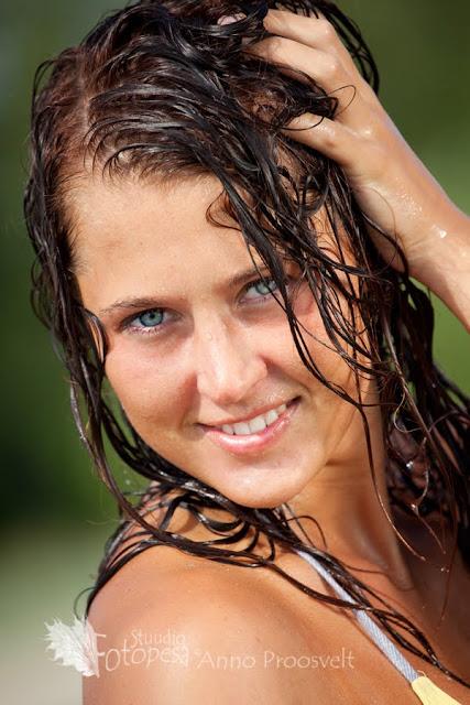 portree, naine märgade juustega