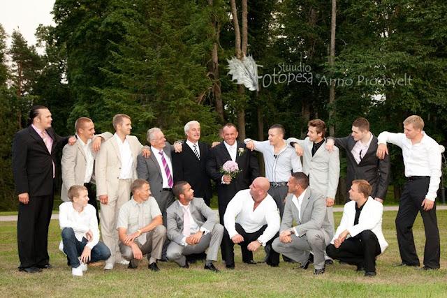 sõbrapilt pulmas