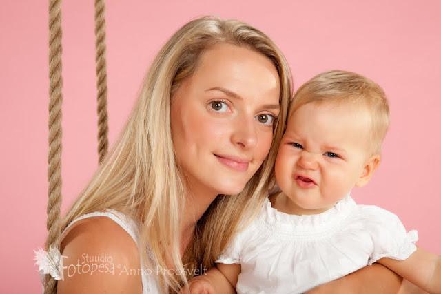 ema ja tütar, portree fotostuudios