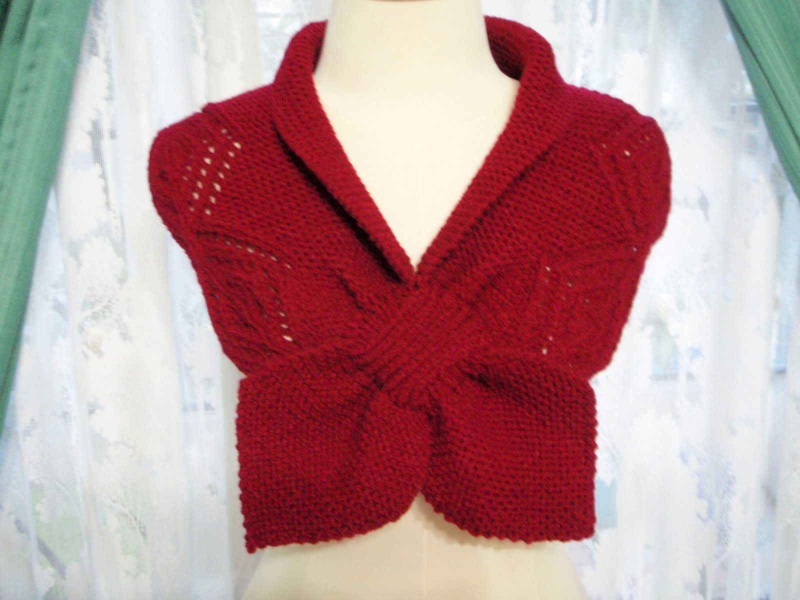 Myknittingdaily: Knitting Neckwarmer in Berry Red