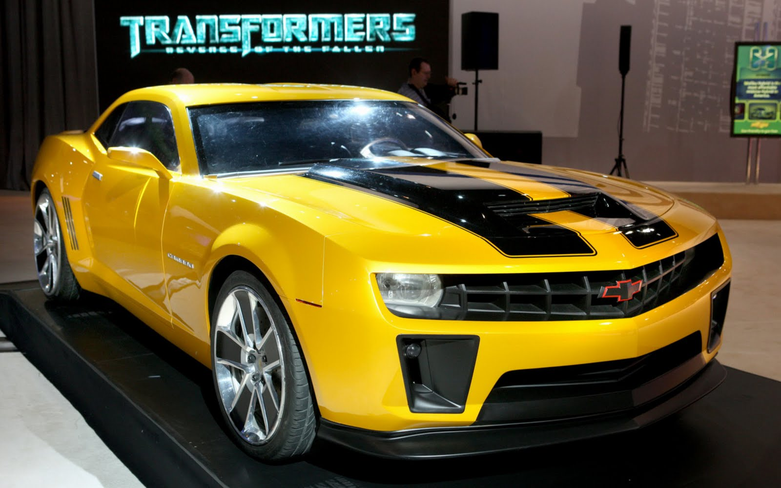 les voitures tuning 2010 camaro transformers bumblebee. Black Bedroom Furniture Sets. Home Design Ideas