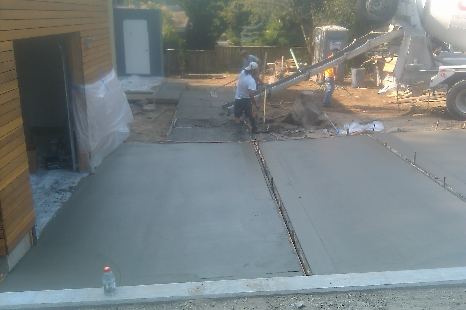 98004 modern for Pouring your own concrete driveway