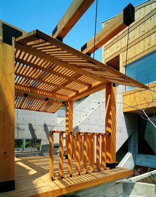 http://2.bp.blogspot.com/_SdHL6QEmPKM/Ss6EHorPKqI/AAAAAAAALQo/qR5A0Ep1fD4/s400/Lim+Geo+Dang+House+design+balcony.jpg