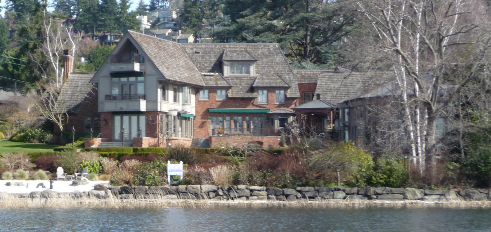 Seattle mansions mercer island proctor landing mansion for Washington home builders