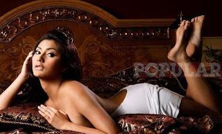 Tyas Model Seksi Majalah Popular