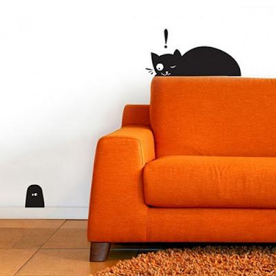 Adesivo de parede feito de vinil com estampa de gato