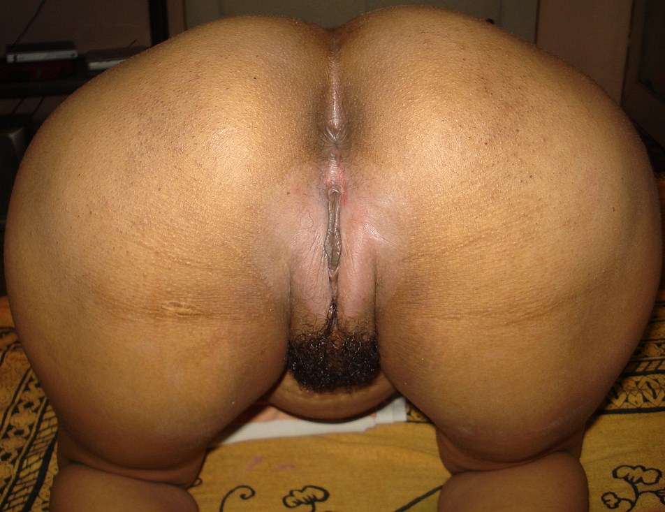 Know nothing Indian aunty ass not present
