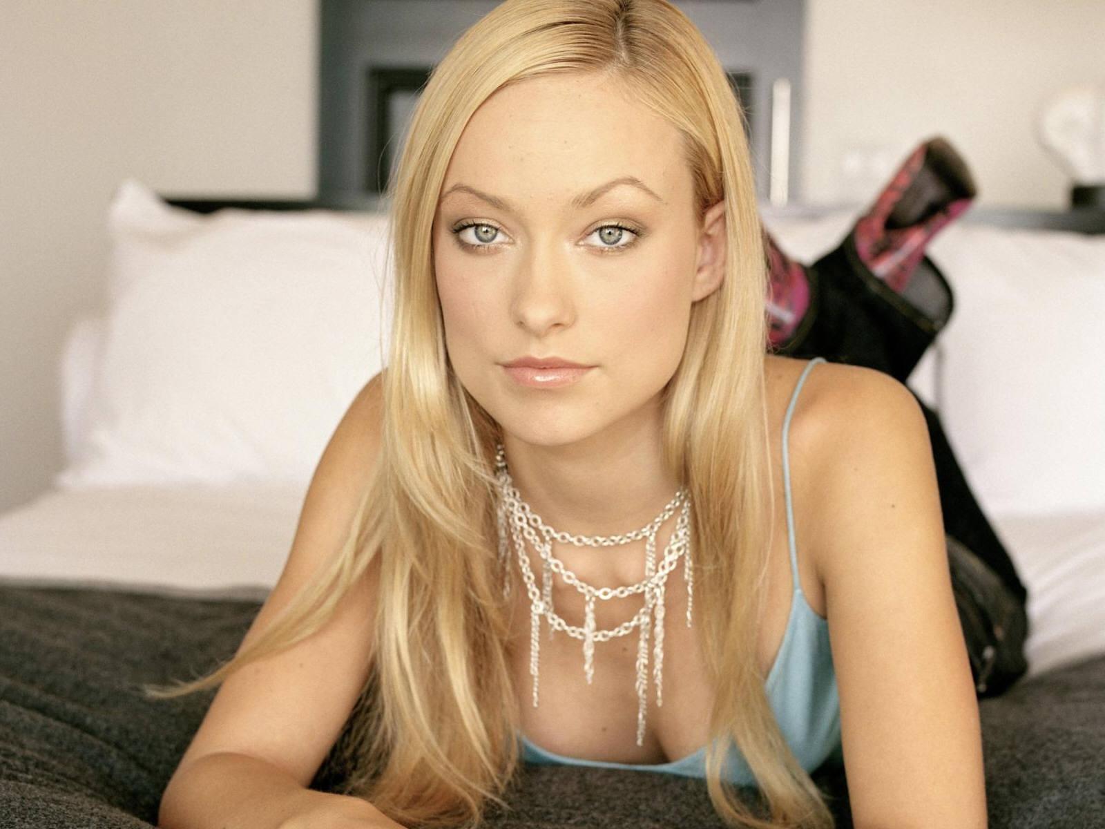 olivia wilde blonde necklace