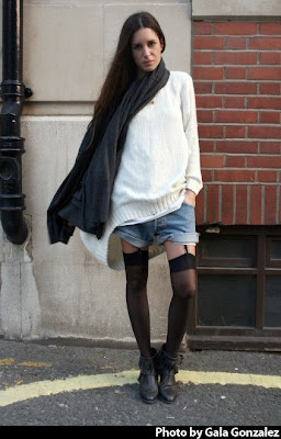 http://2.bp.blogspot.com/_SiQNSJM5TCg/SeUHlf3N9MI/AAAAAAAABOo/1oKnleq9NBI/s400/lingerie+as+outwear+how+to+do+it+right.jpg